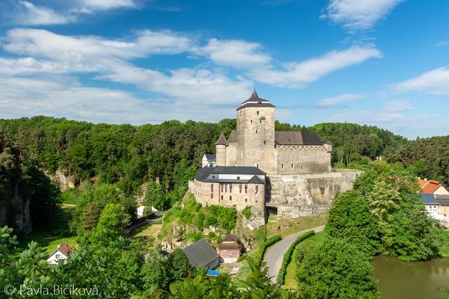 Údolí Plakánek s hradem Kost